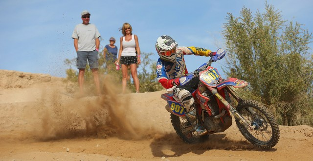 2016-04-justin-wallis-berm-worcs-racing